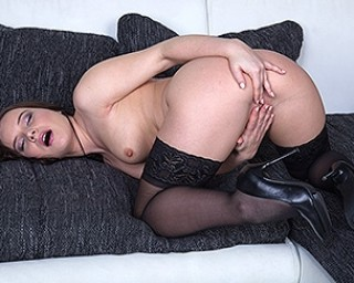 This hot mom loves to tease and get frisky