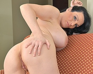 Hot Mom playing with her wet pussy