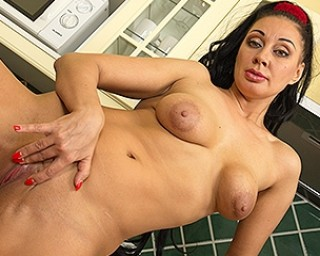 This mom gets frisky in her kitchen